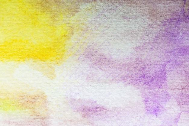 抽象的な黄色と紫色の水彩の背景。アートハンドペイント
