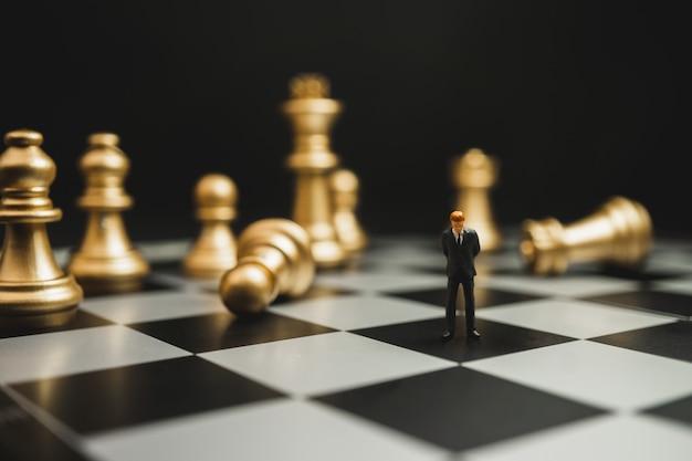 ビジネスマンのミニチュア失敗のコンセプト