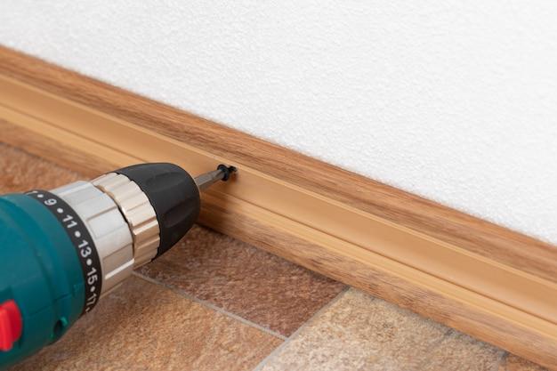 プラスチック製床板の設置インテリアの詳細