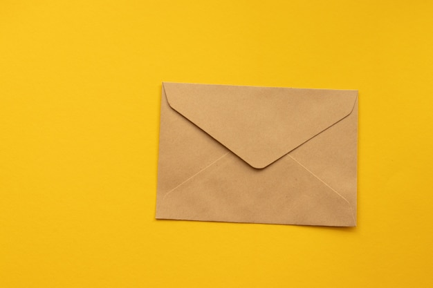 はがきクラフト茶色の紙封筒。