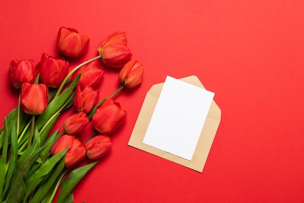 Международный женский день на красном