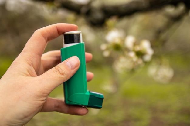 喘鳴や息切れによる喘息を予防および治療する医薬品