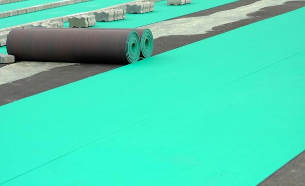緑の床のロール。競技場のためのフロアーリング。