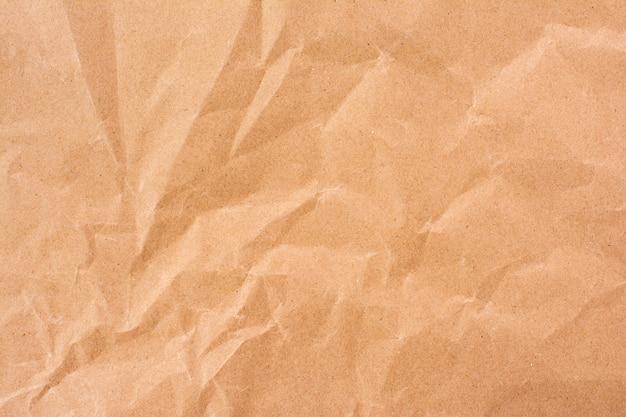 しわくちゃのクラフト紙テクスチャの抽象的な背景