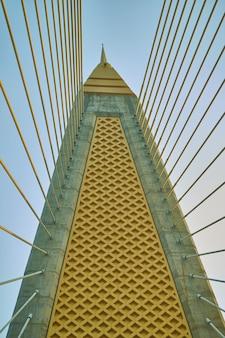 Полюс подвесного стропа подвесного моста