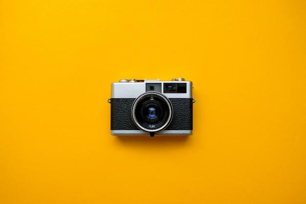 黄色のファッションフィルムカメラ