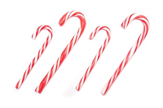 伝統的なクリスマスのお菓子、白い背景にキャンデーケインのお菓子。