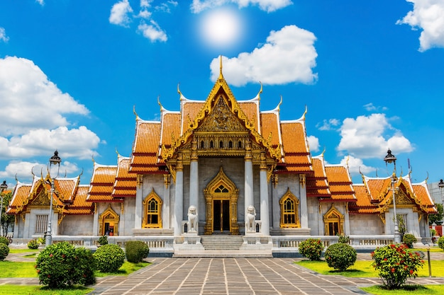 大理石の寺院、バンコクのワット・ベンチャマボピット・ドゥシトバナラム、