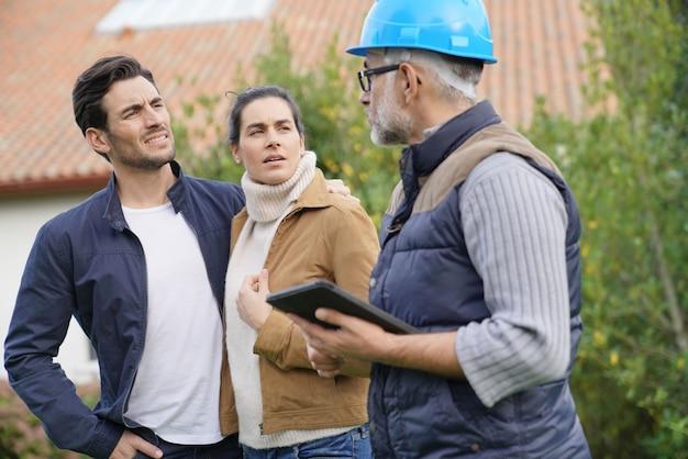 住宅所有者との屋外計画を経てビルダー