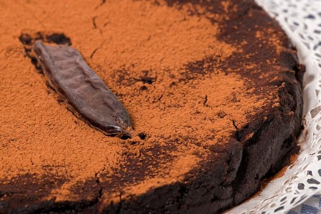 自家製イナゴマメのケーキ