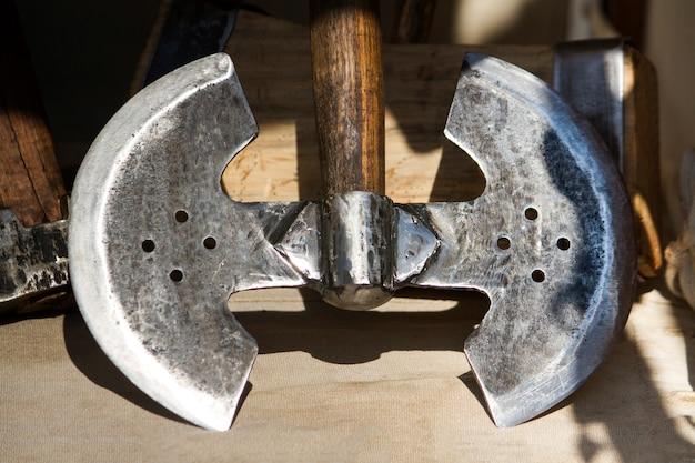ディスプレイ上の中世の斧のビューを閉じます。