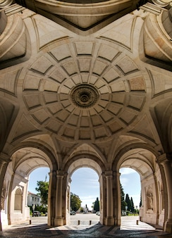 ポルトガル、リスボンにある美しいアジュダ宮殿の眺め。