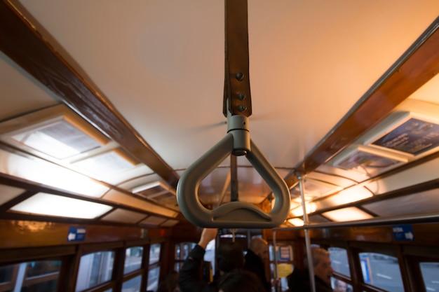 歴史的な黄色の路面電車の通勤用ハンドル