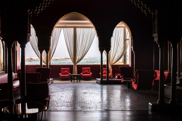 Красивый дизайн интерьера отеля в городе танжер, марокко.