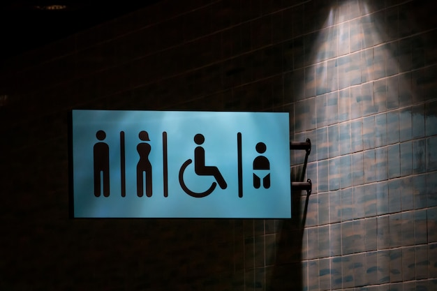 壁にトイレのサイン