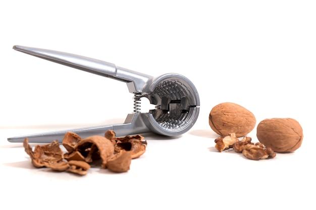 ナットを割るための金属ツール