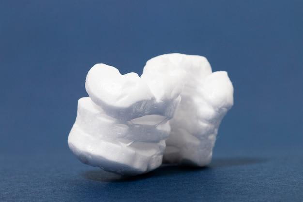 ポリスチレンまたは白い発泡スチロールのパッキング