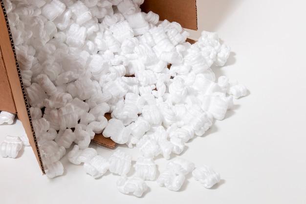 Упаковка из полистирола или белого пенополистирола