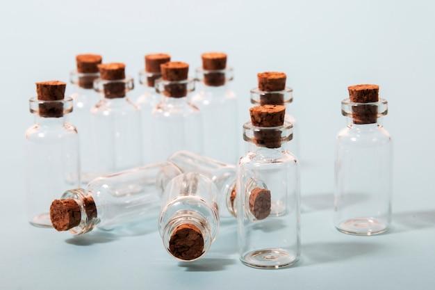 Стеклянные бутылки с пробкой