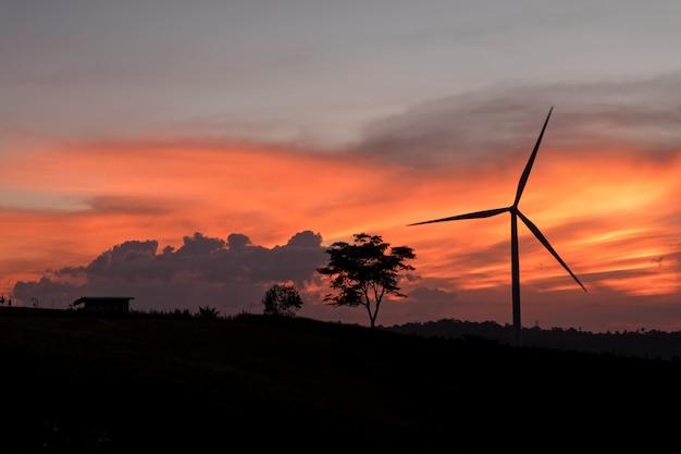 風力タービンと美しい空
