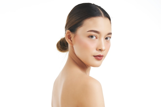 Портрет красоты женского лица с натуральной кожей.