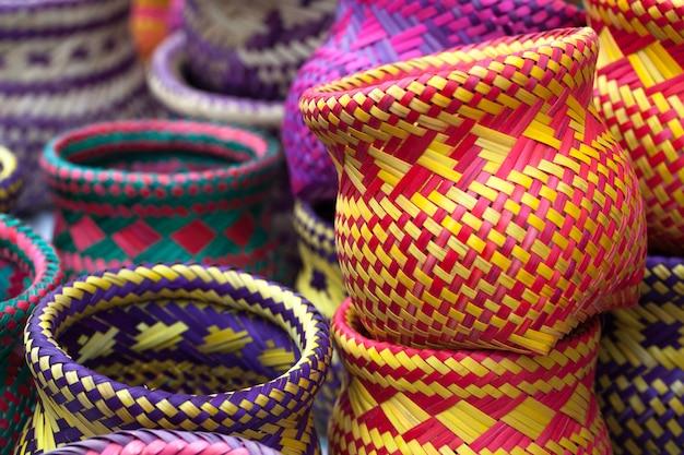 パラチの原住民によって作られたインドの手工芸品