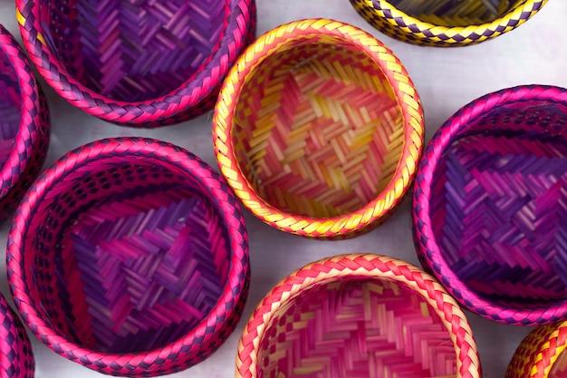 パラチの先住民によって作られたインドの手工芸品