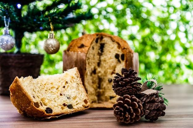 クリスマスの装飾とおいしいクリスマスパネットン
