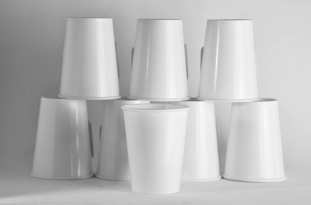 白い紙のコーヒーカップ