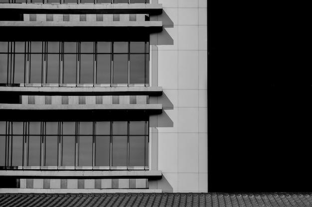 モダンな建物パターン - 黒と白のシンプルな建築
