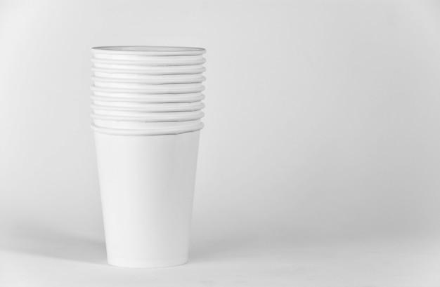 ホワイトペーパーのコーヒーカップ - クローズアップ