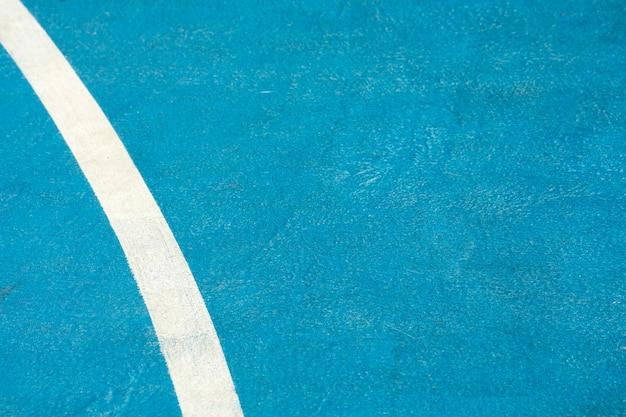 Крупным планом синяя баскетбольная площадка