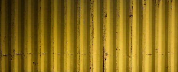古い黄色段ボールの金属の背景とテクスチャーサーフェス