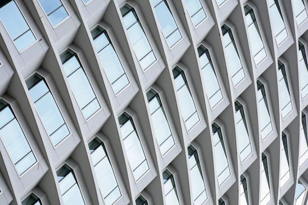 モダンなスタイルの窓建築の建築