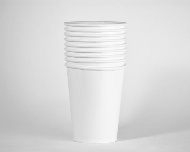 ホワイトペーパーのコーヒーカップ