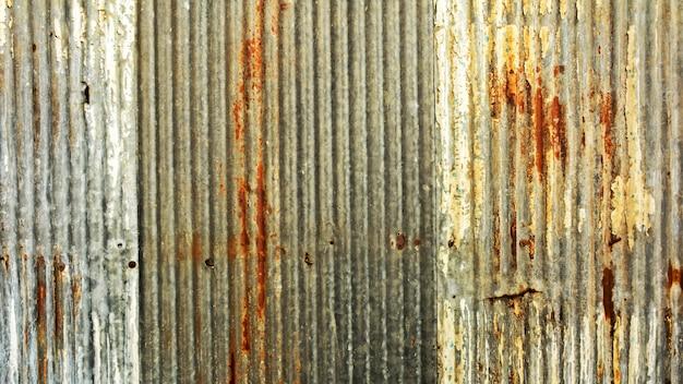 古い金属板屋根の質感。抽象的な背景