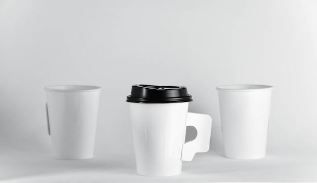 ホワイトペーパーコーヒーカップ-クローズアップ