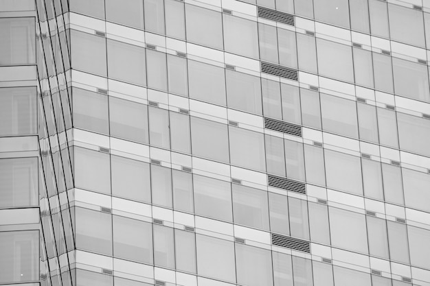 Современные офисные окна с отражением