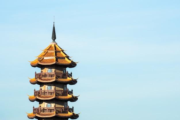 タイの中国寺院の塔