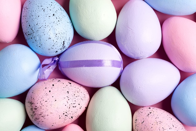 手作り塗装色とりどりの卵からの休日イースターパターン
