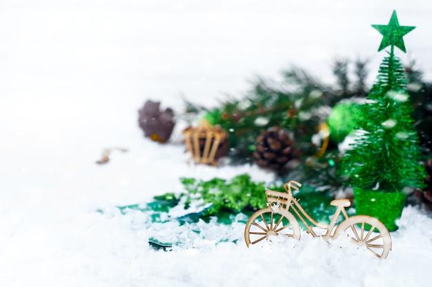 自転車の装飾とクリスマスツリー