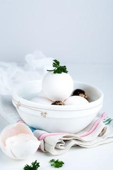 白いボールの卵は、贈り物のための健康食品