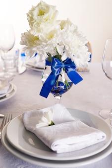 いくつかのお祝いのイベントのための美しいテーブルセット
