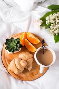 Завтрак в постели утро