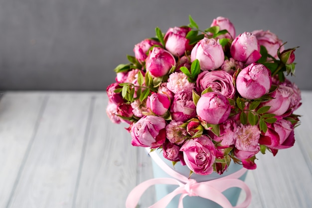 大きなバラの花束
