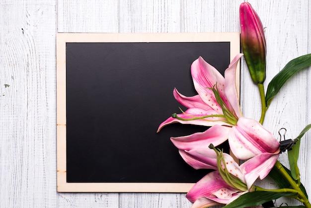 花のある黒板