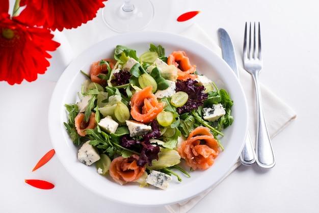 健康なサケサラダ