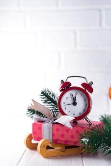 Новогодние часы.