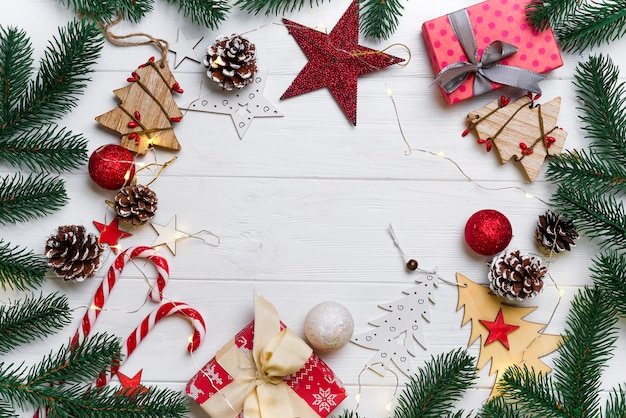 キャンディとおもちゃを持つクリスマスのフレーム