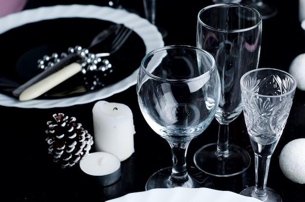 クリスマステーブルの設定。ホリデーデコレーション